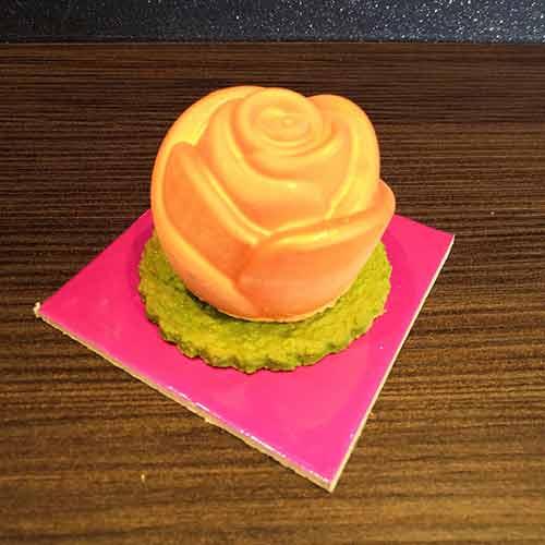 rosa arancio per la festa della Mamma Rho